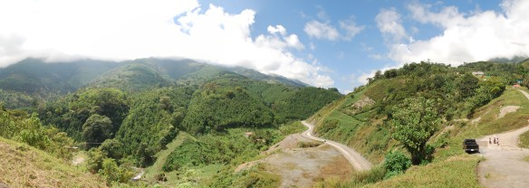 The dirt road through the mountains coming into Tamahu