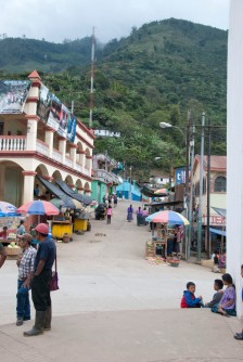 The main road in Tamahu, where the market takes place